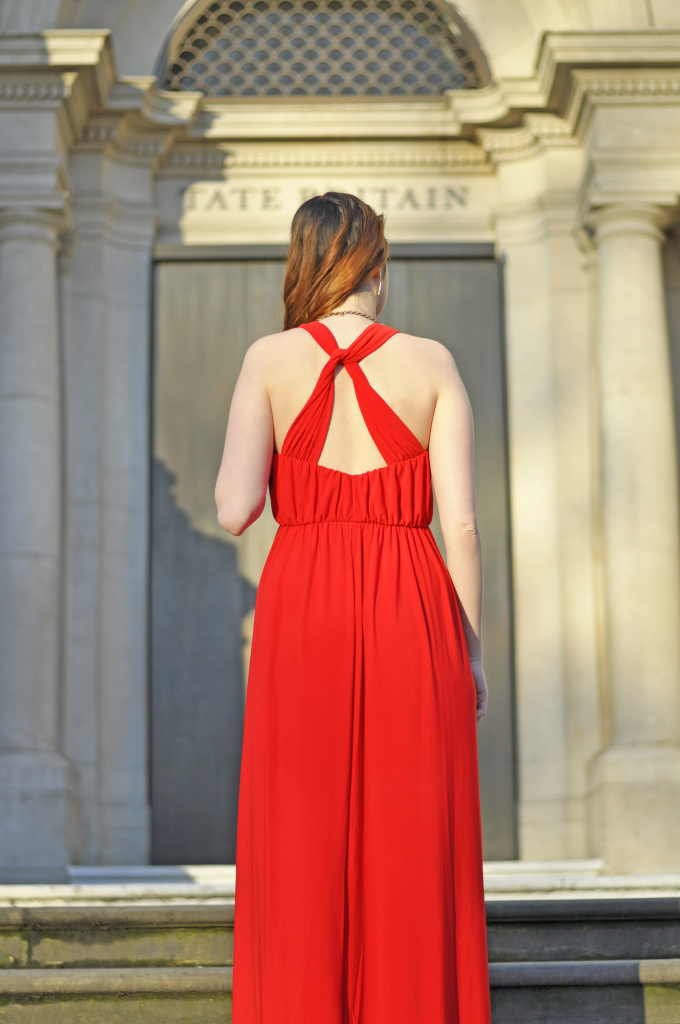 Red_outfit_crossed_back