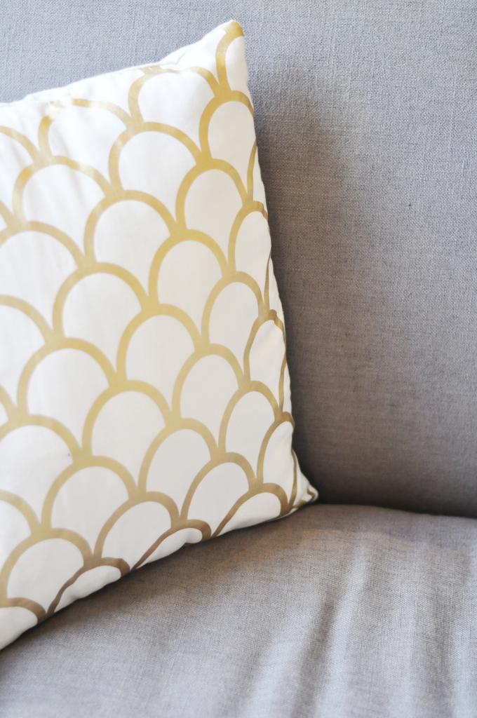 gold_pillow