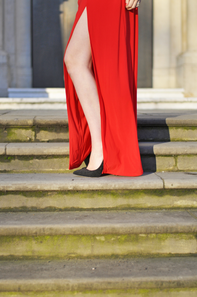red_dress_carvella_heels