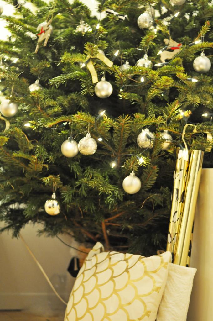 rocking_around_the_Christmas_tree